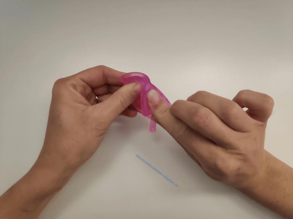 Menstruationstasse Dreiecksfaltung Schritt 2